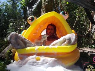 Goldfish Bubble Bath (Pt.2) (4K)